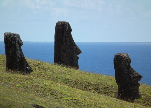 Rapa Nui 20 - unusually looking out to sea