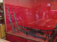 Harar 30 - gun displays inside