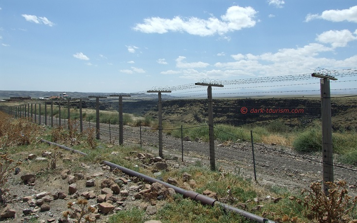 09 09 15   original Iron Curtain fence in Armenia at the border to Turkey