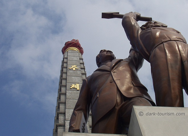 20 12 15   statues and Juche Tower, Pyongyang