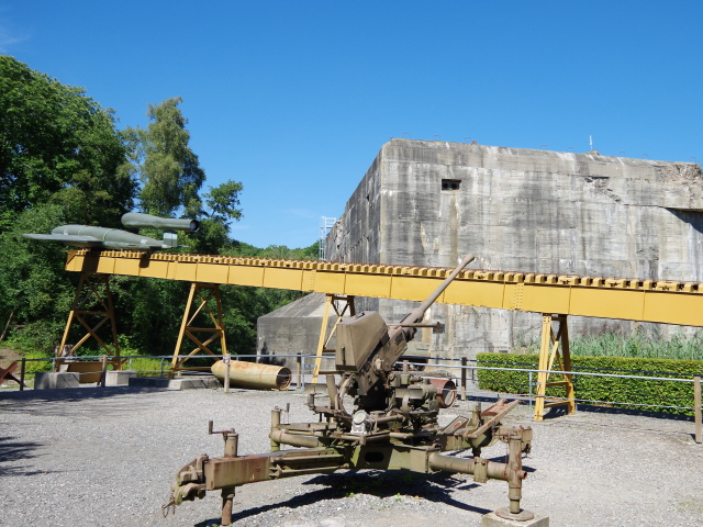 Eperlecques 10   V 1 ramp and anti aircraft gun