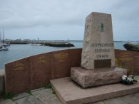 Cherbourg 16 - monument to fishermen who did not come home