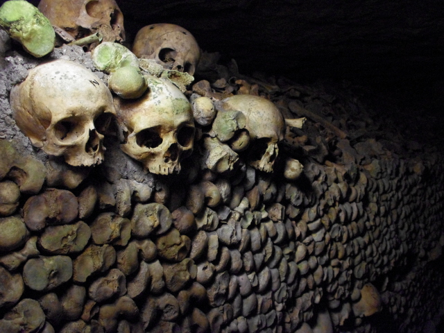 Paris catacombs 13 - and skulls