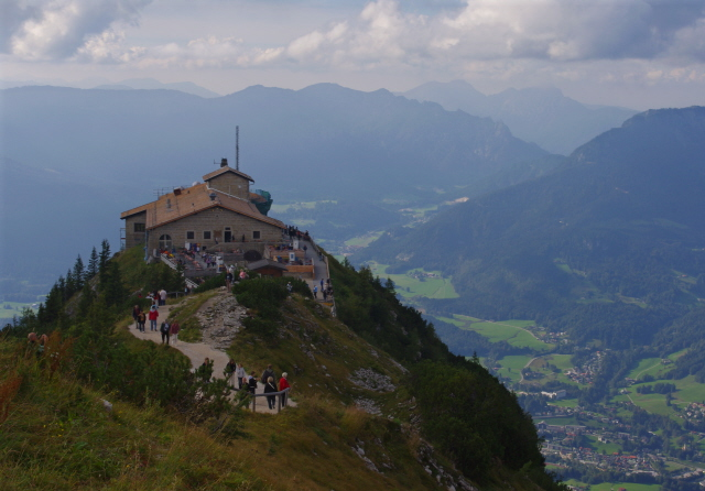 Eagles Nest 03 - towering over Berchtesgaden