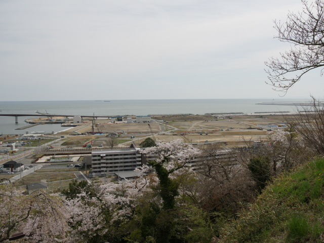 Ishinomaki 07   view from a hill over the washed away seafront district