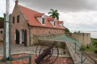 Fort Zeelandia 12 - rampart and old cannon