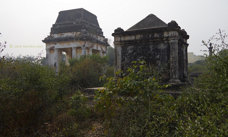 30 03 17   old mausoleums at abandoined Christian cemetery, Etawah, India