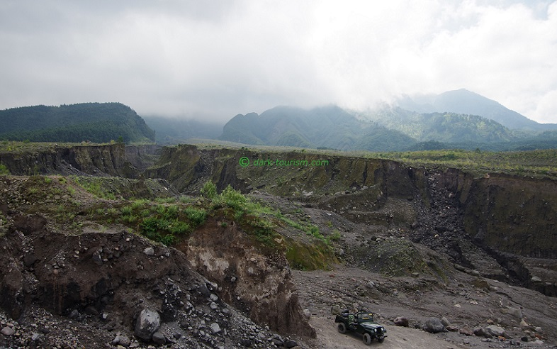 14 02 2018   driving into the lahar at Merapi, Java, Indonesia