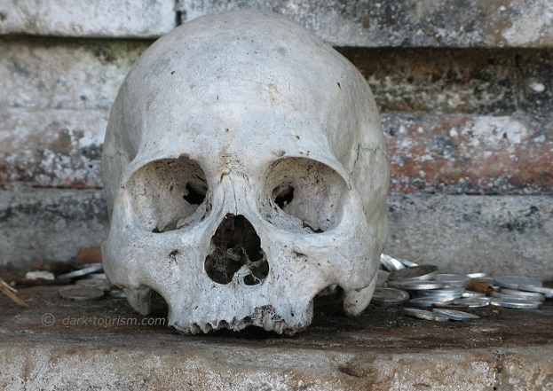 16 10 2018   skull and coins, Trunyan burial site, Bali, Indonesia
