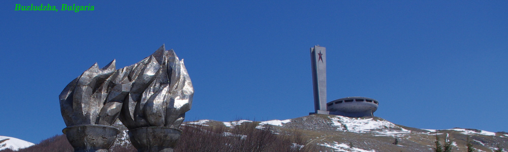 007 - Bulgaria - monument at the bottom of Buzludzhy park hill.jpg